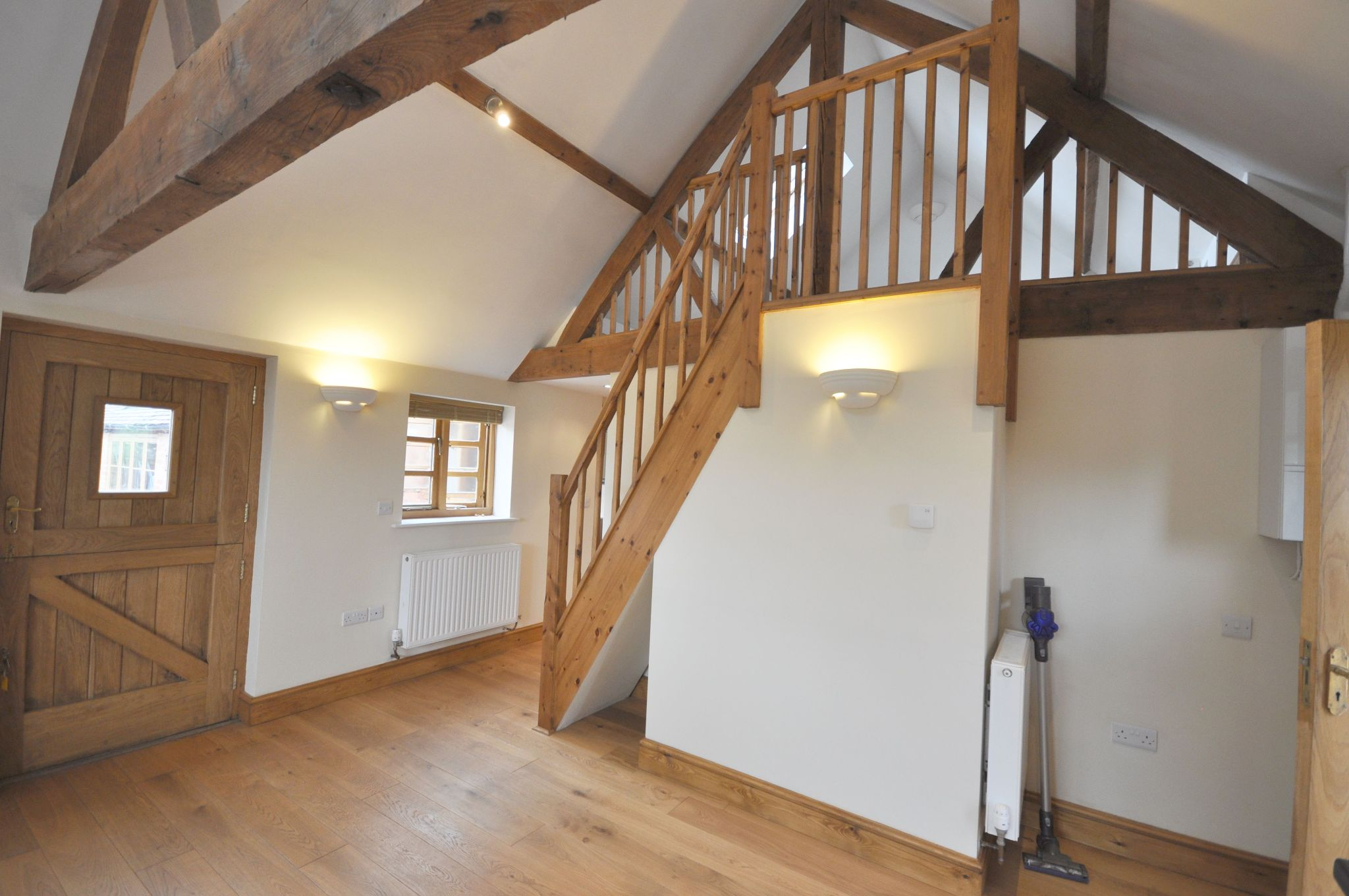 1 Bed Barn Character Property To Rent - Photograph 2