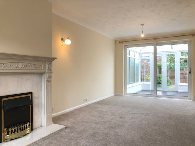 3 Bed Semi-detached House To Rent - Photograph 11