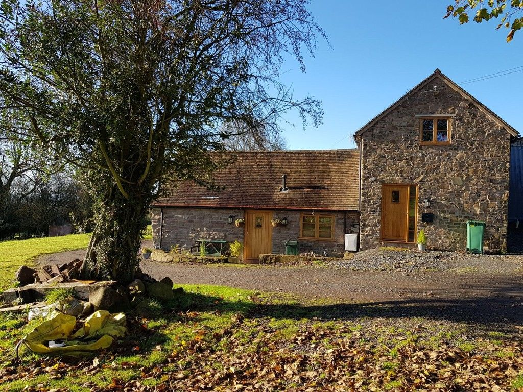 2 Bed Barn Character Property To Rent - Photograph 1