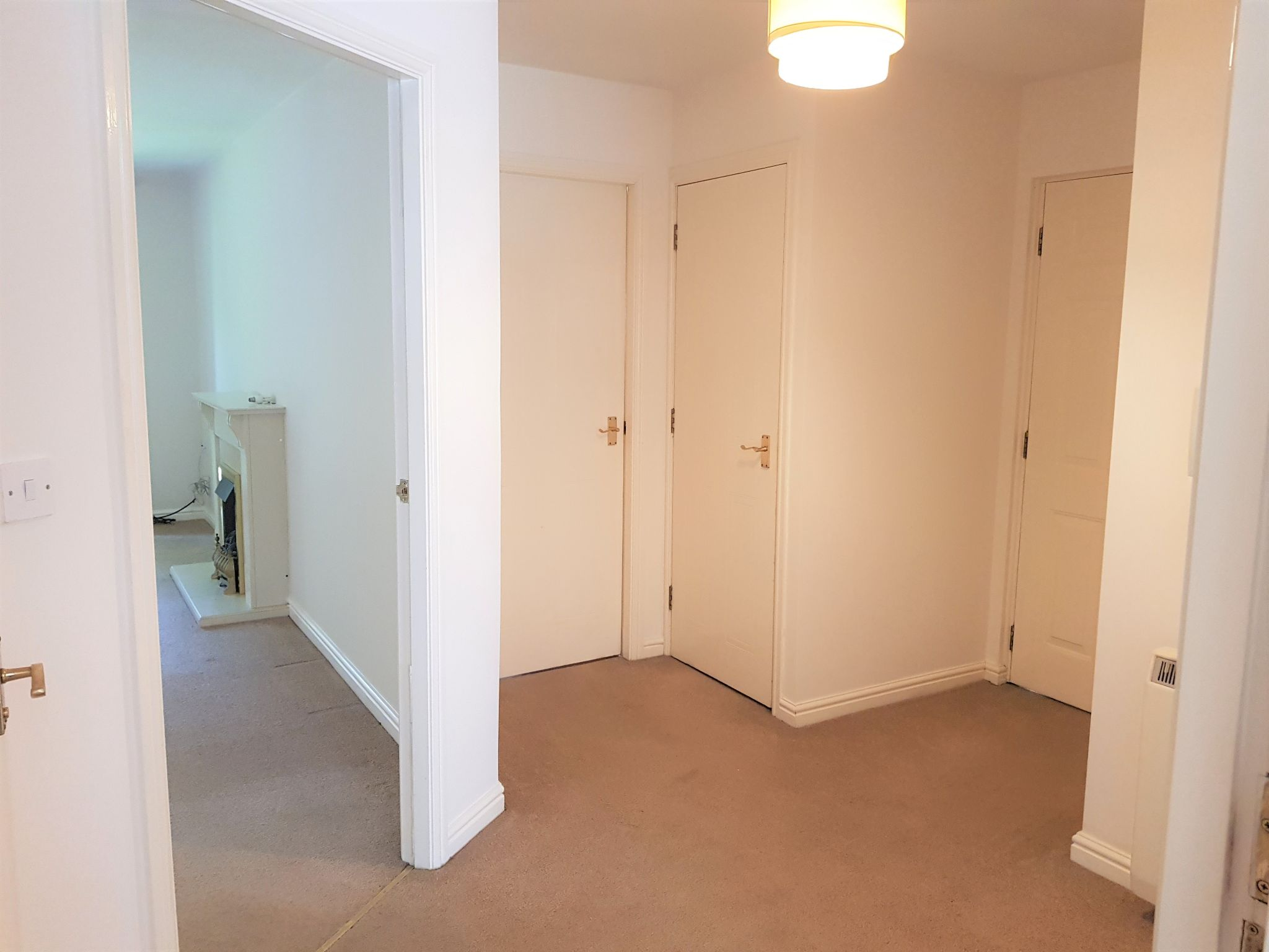 2 Bed Apartment Flat/apartment To Rent - Entrance Hallway