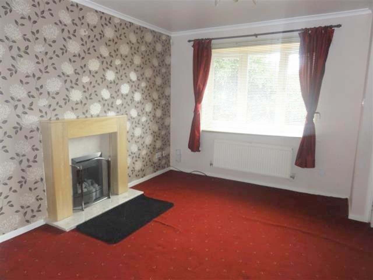 2 Bed Semi-detached House To Rent - Photograph 3