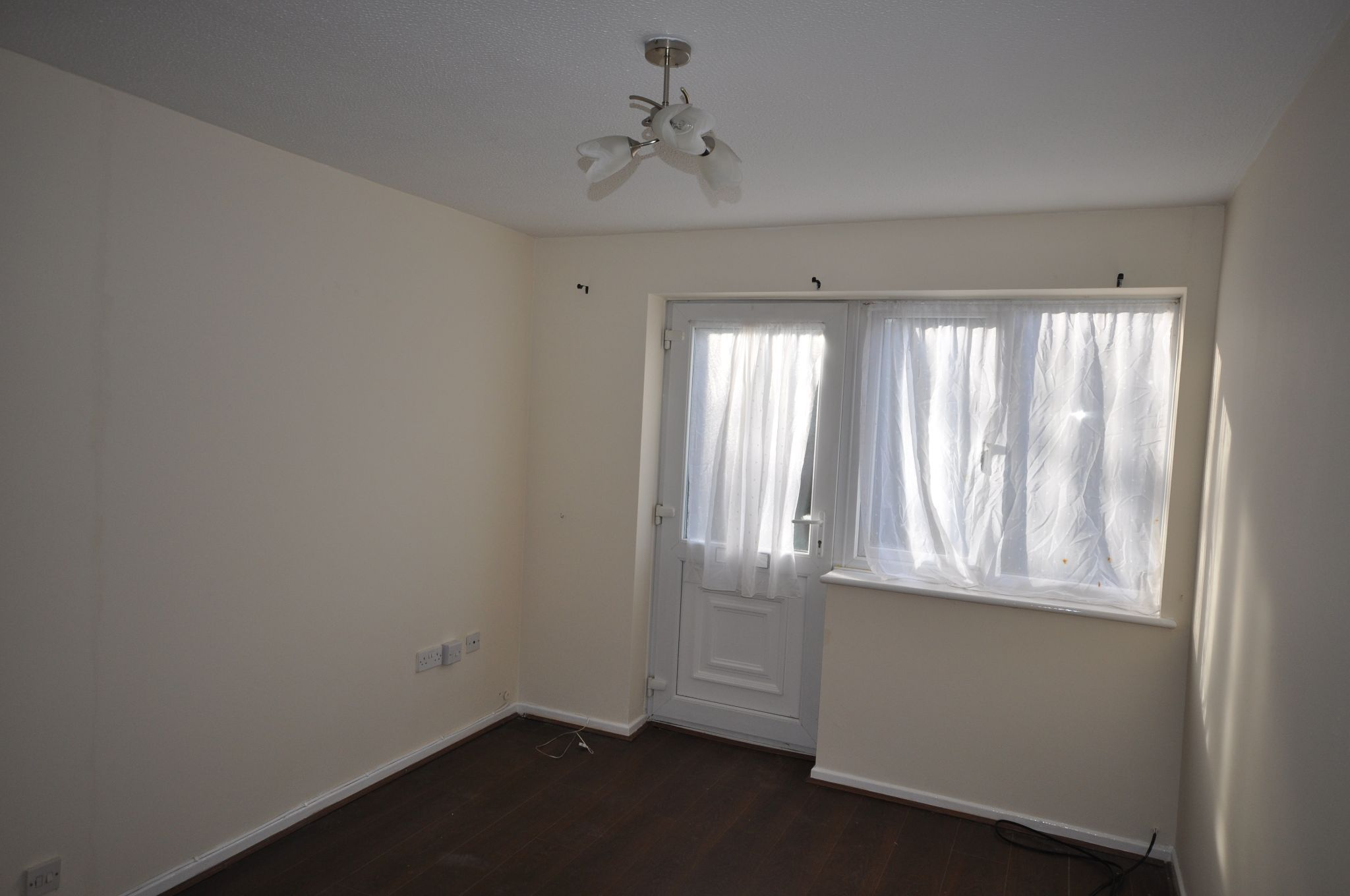 1 Bed Ground Floor Flat/apartment To Rent - Photograph 2
