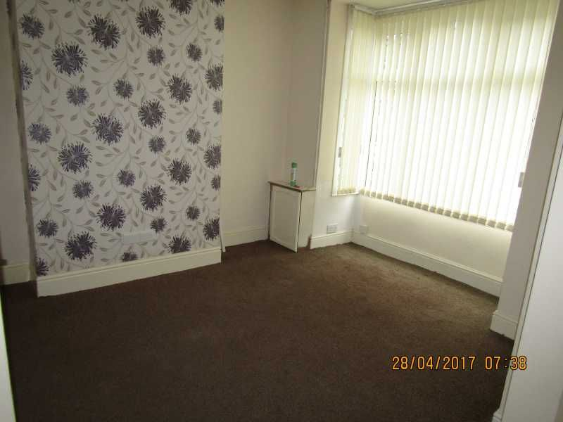 3 Bed Mid Terraced House To Rent - Photograph 3