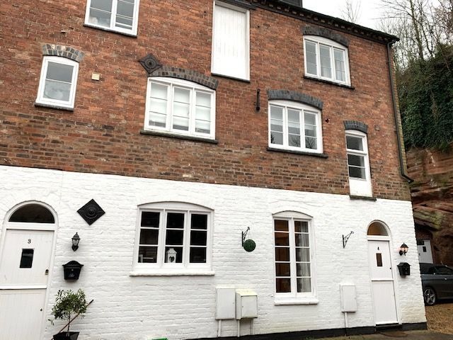 3 Bed Town House To Rent - Photograph 13