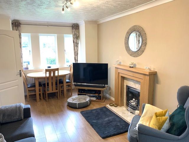 3 Bed Town House To Rent - Photograph 3