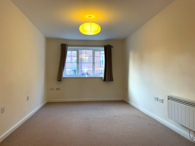 2 Bed Apartment Flat/apartment To Rent - Photograph 5