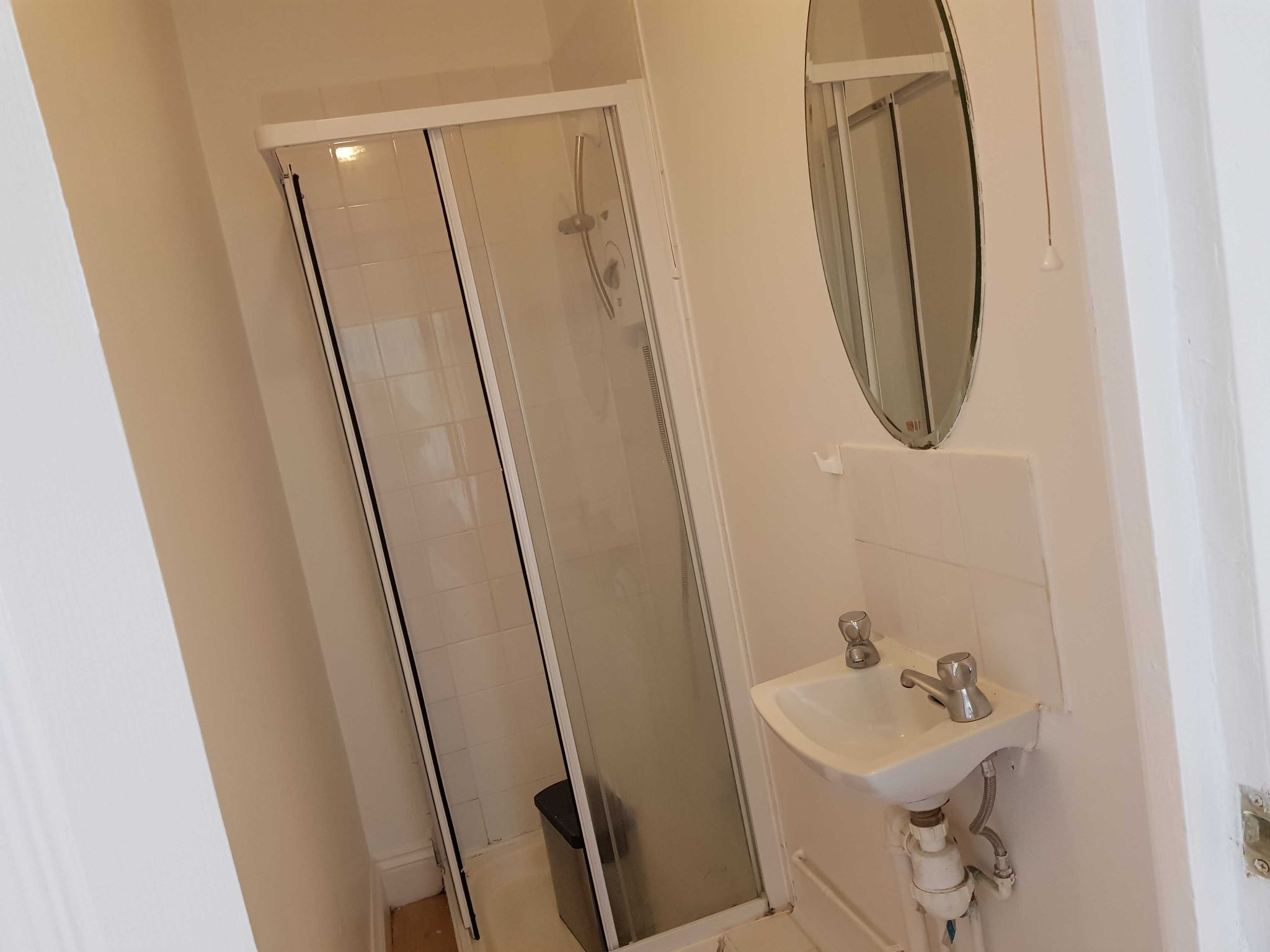 2 Bedroom Apartment Flat/apartment To Rent - Shower Room