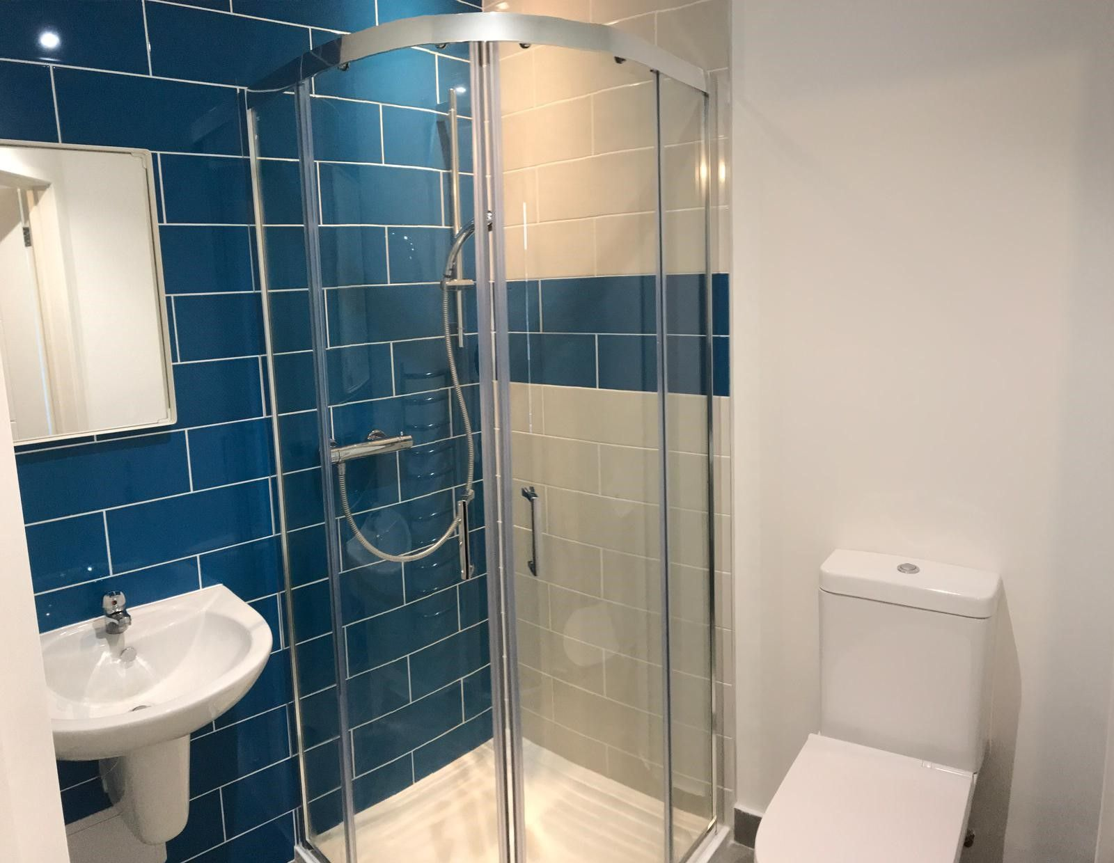 1 Bed Shared Flat/apartment To Rent - Photograph 3