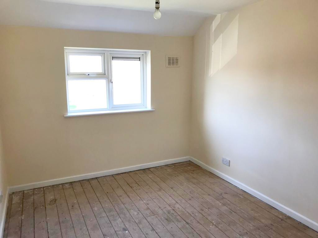 2 Bed Mid Terraced House To Rent - Photograph 4