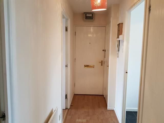 1 Bed Apartment Flat/apartment For Sale - Hallway