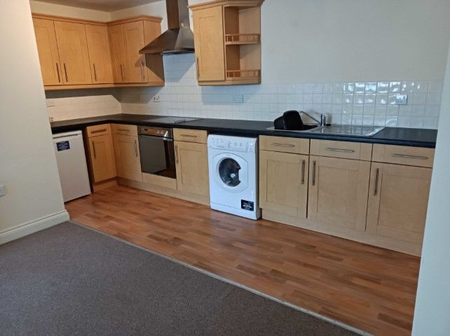 1 Bed Ground Floor Flat/apartment To Rent - Open Plan Living Room / Dining Room / Kitchen