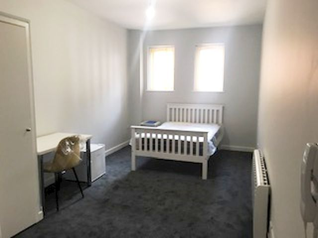 1 Bed Shared Flat/apartment To Rent - Photograph 2