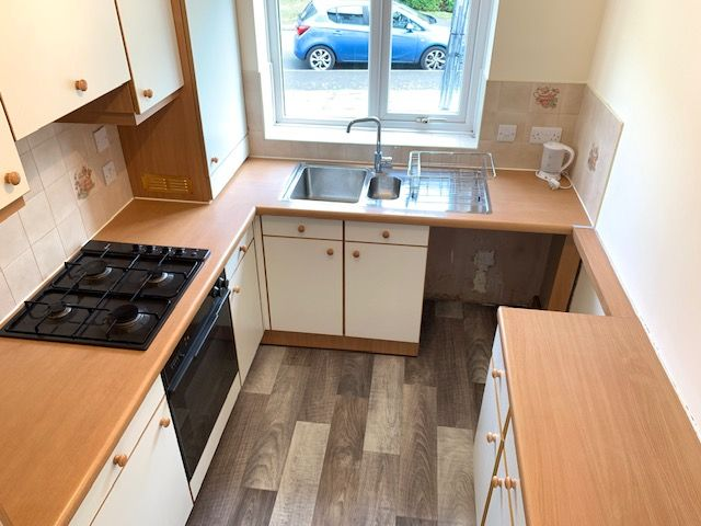 2 Bed Mid Terraced House To Rent - Kitchen