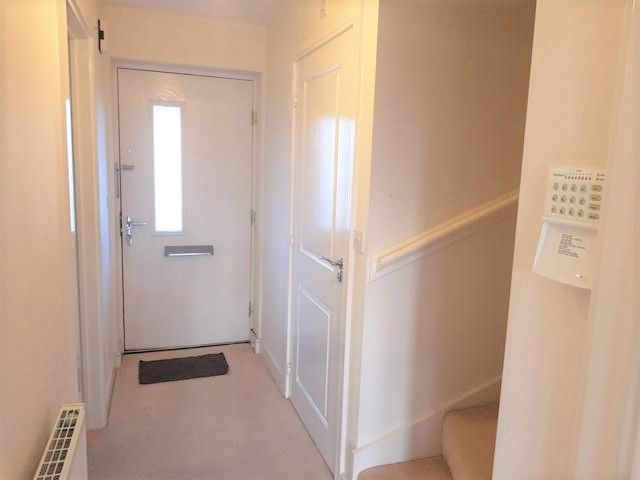 2 Bed End Terraced House To Rent - Entrance Hall