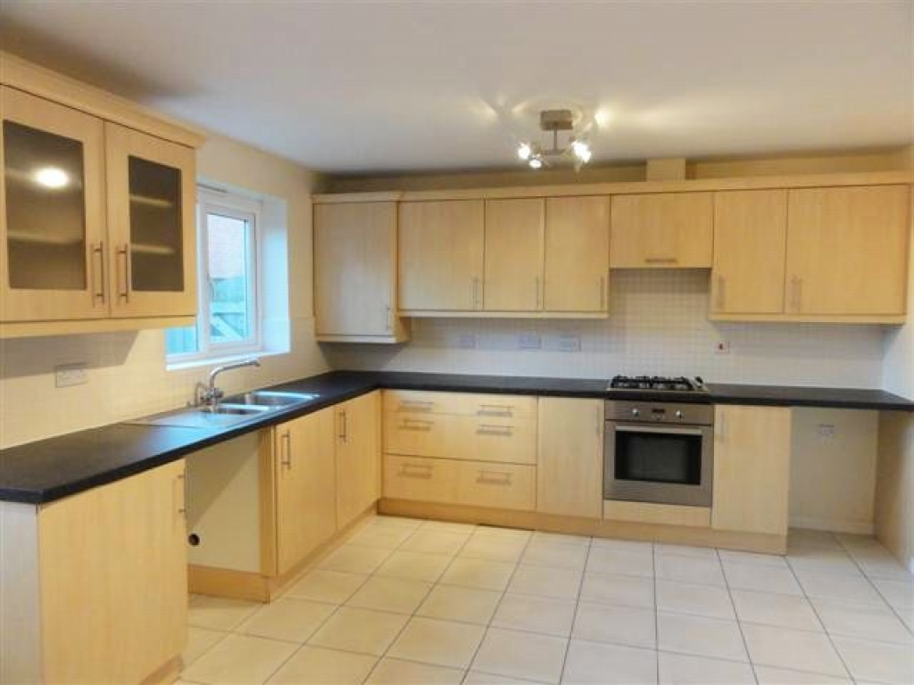 3 Bed Semi-detached House For Sale - Photograph 2