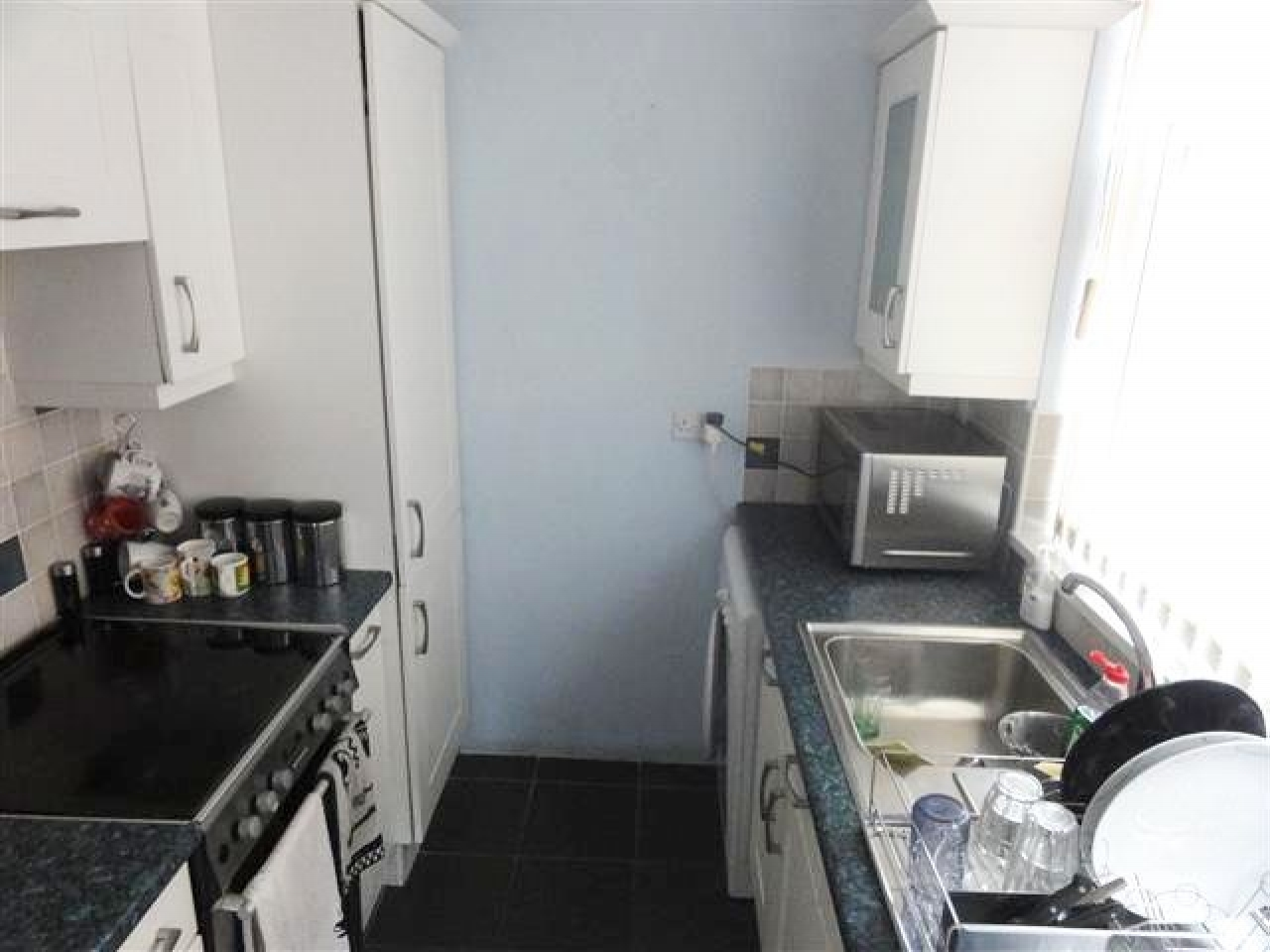 3 Bed Semi-detached House To Rent - Photograph 3