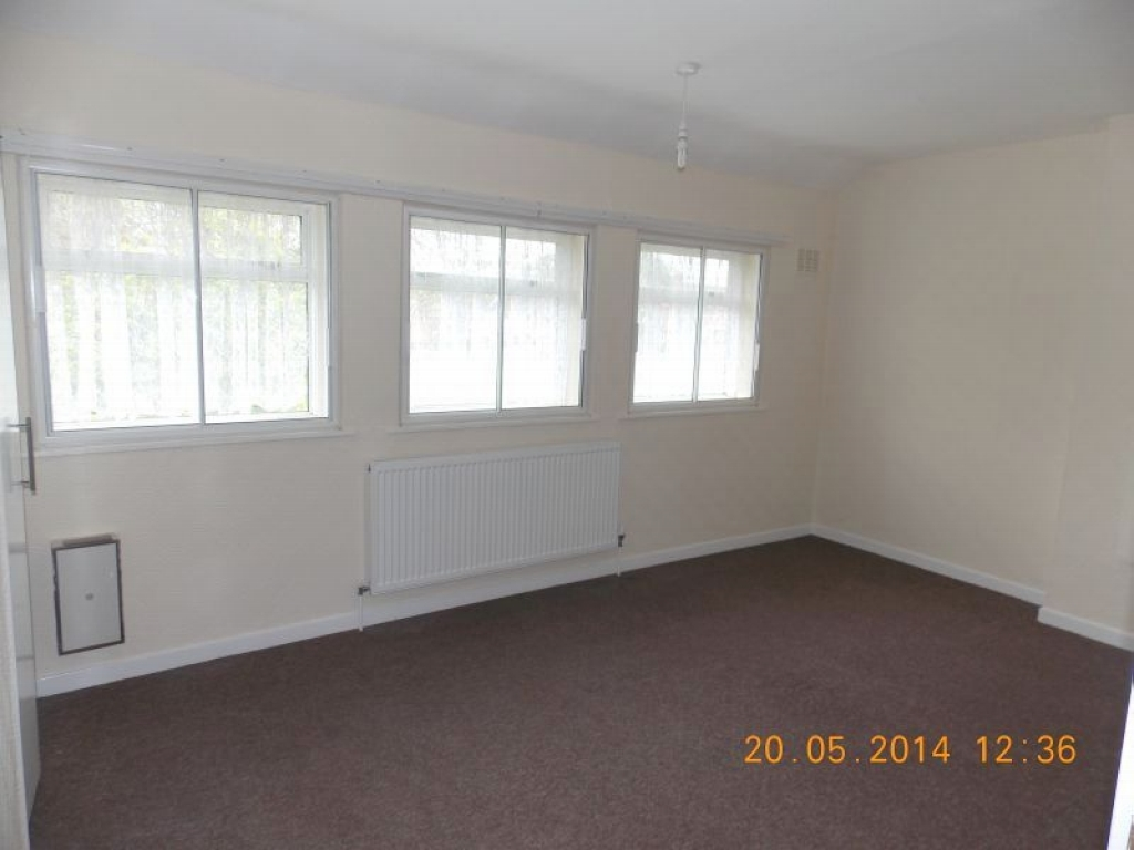 2 Bedroom Mid Terraced House For Sale - Master Bedroom (Front)