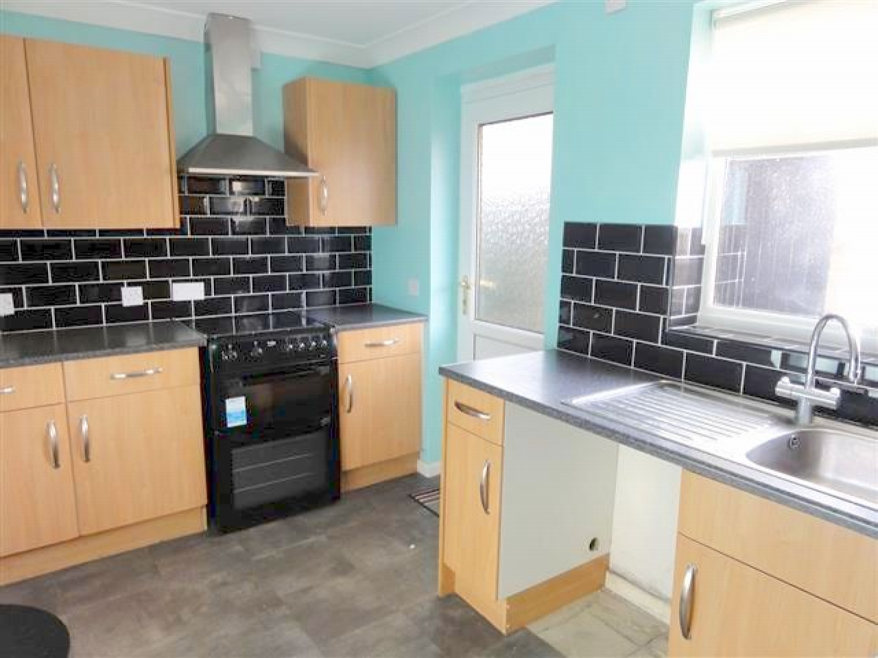 2 Bed Terraced Bungalow To Rent - Photograph 2