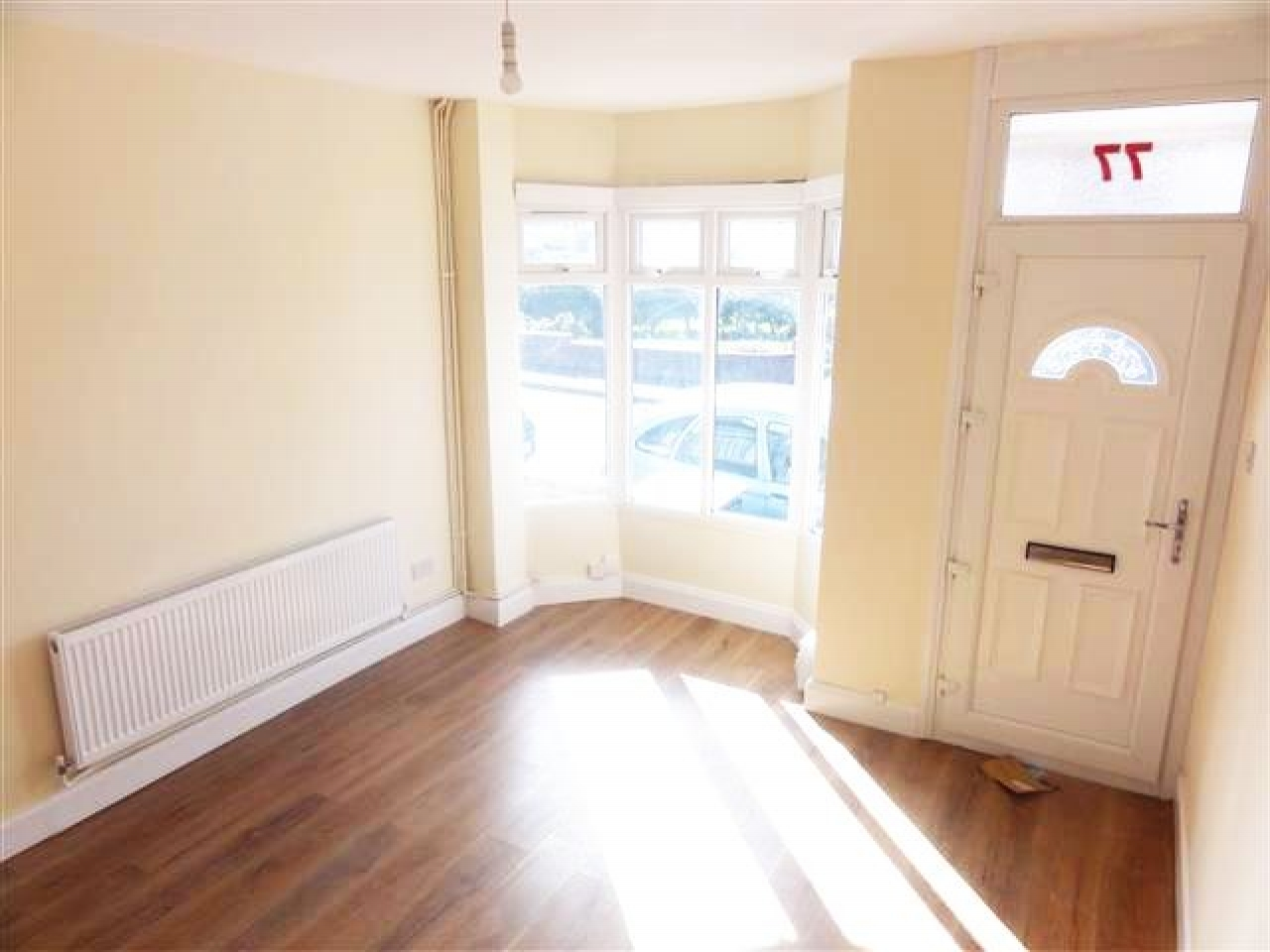 3 Bed Mid Terraced House To Rent - Photograph 2