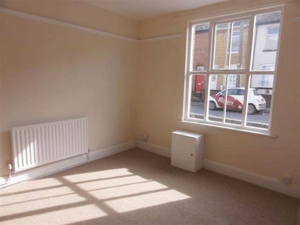 3 Bed Mid Terraced House For Sale - Photograph 2