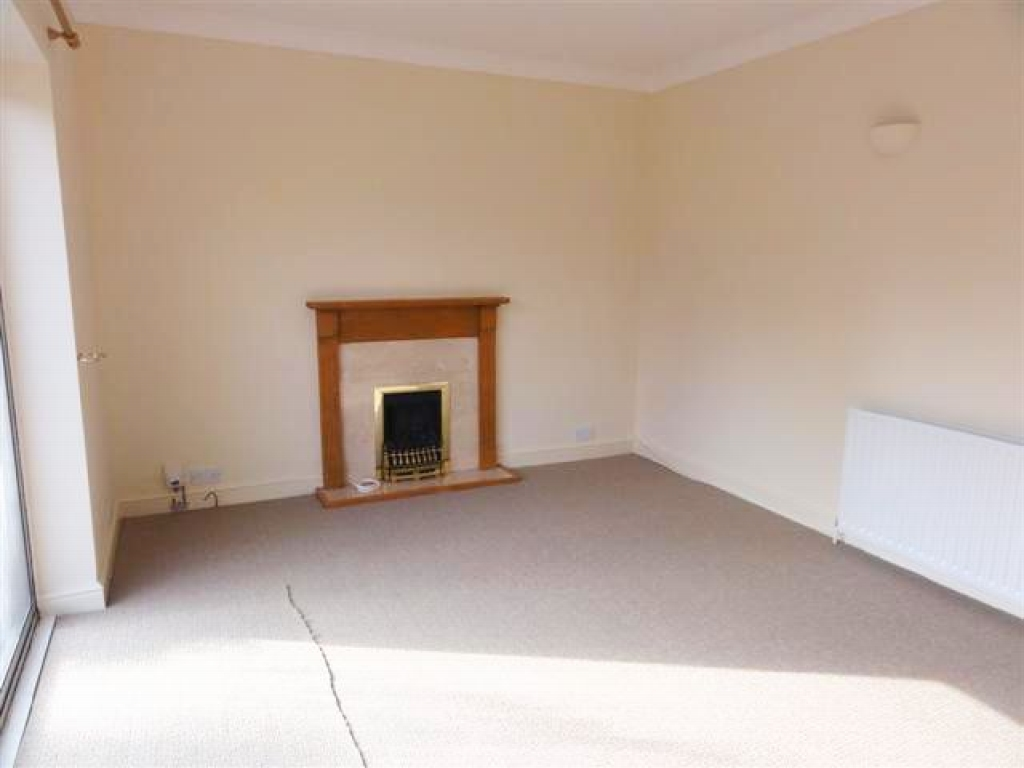 3 Bed Detached Bungalow To Rent - Photograph 3