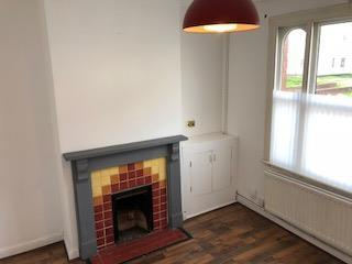 3 Bed End Terraced House To Rent - Photograph 3