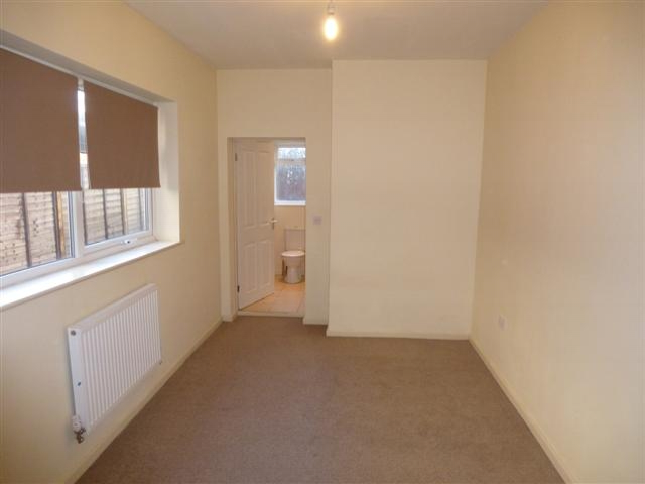1 Bed Apartment Flat/apartment To Rent - Photograph 4