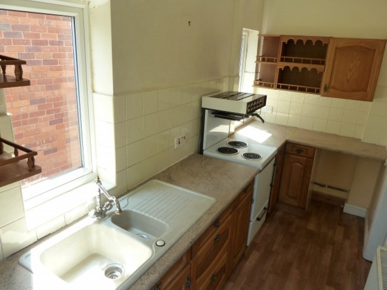 2 Bed Semi-detached House To Rent - Photograph 6