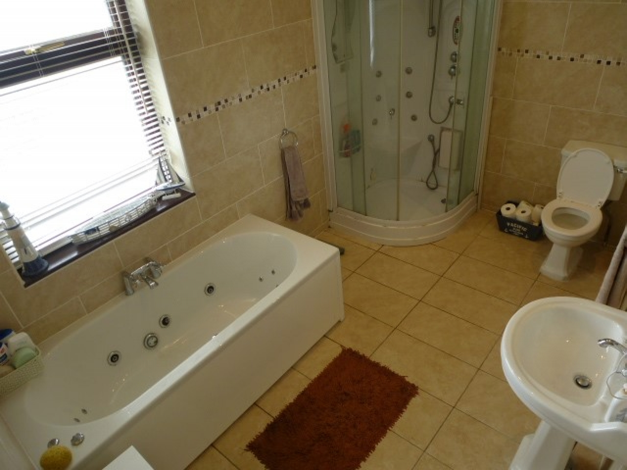 1 Bed Shared House To Rent - Photograph 4