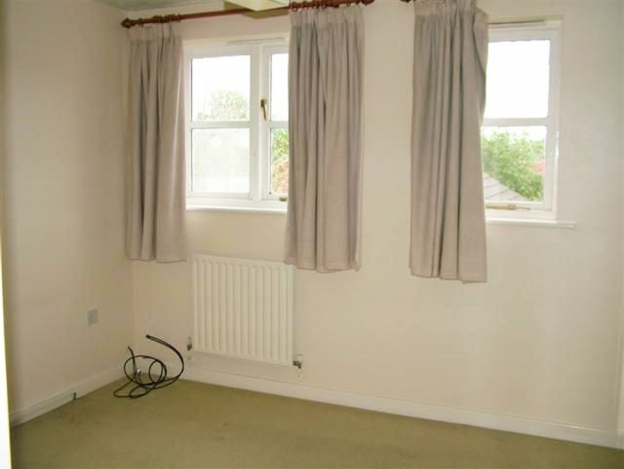 2 Bed Semi-detached House To Rent - Photograph 5