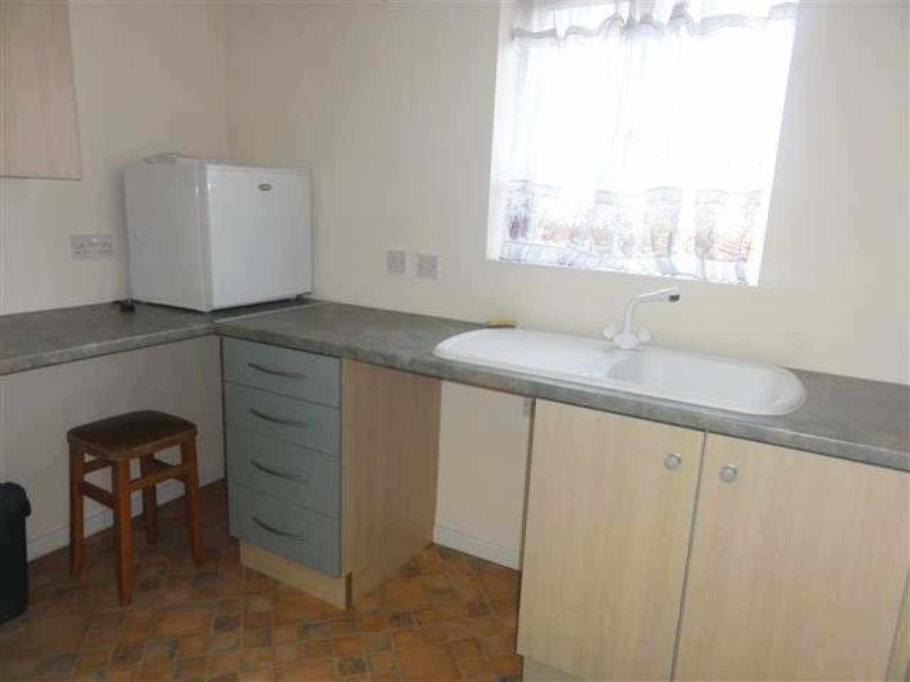 1 Bed Ground Floor Maisonette Flat/apartment For Sale - Photograph 4
