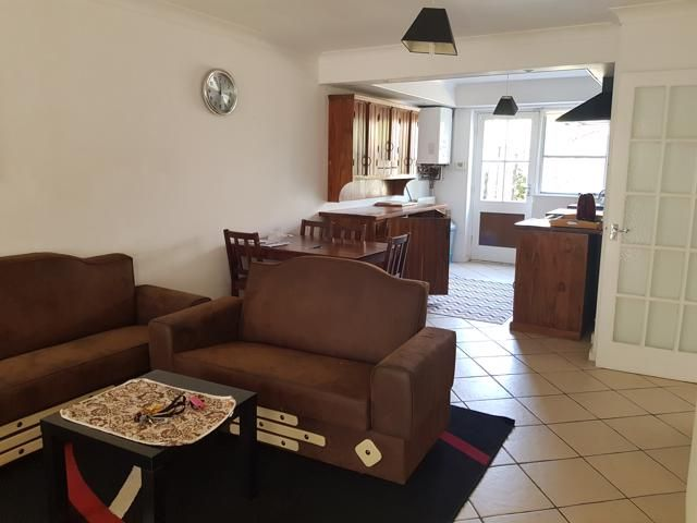 2 Bed Ground Floor Maisonette Flat/apartment To Rent - Photograph 3
