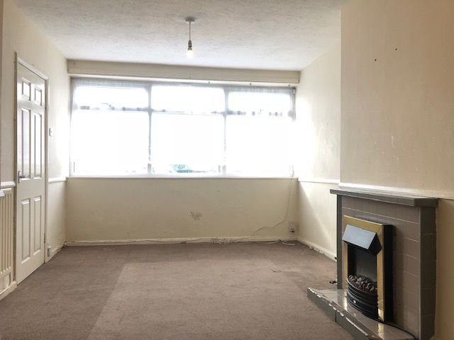3 Bed End Terraced House For Sale - Photograph 2