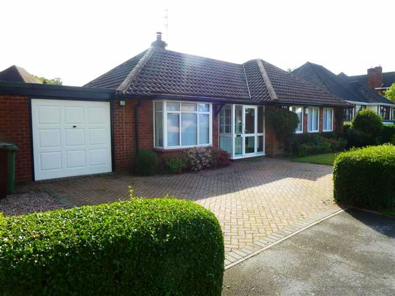 3 Bed Detached Bungalow To Rent - Photograph 1