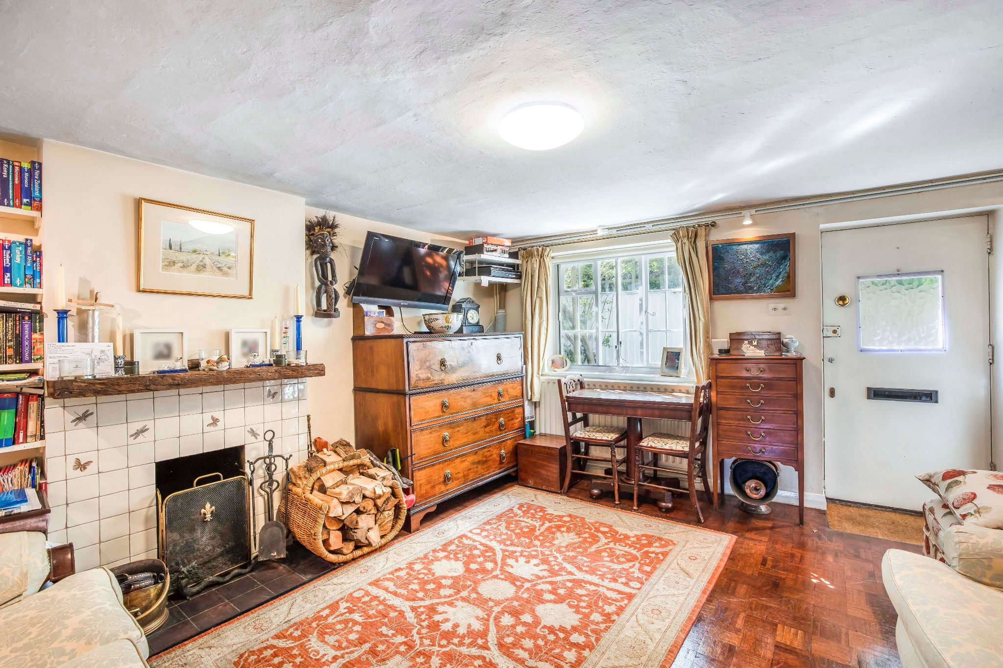 4 bedroom mid terraced house For Sale in Essendon - Photograph 3