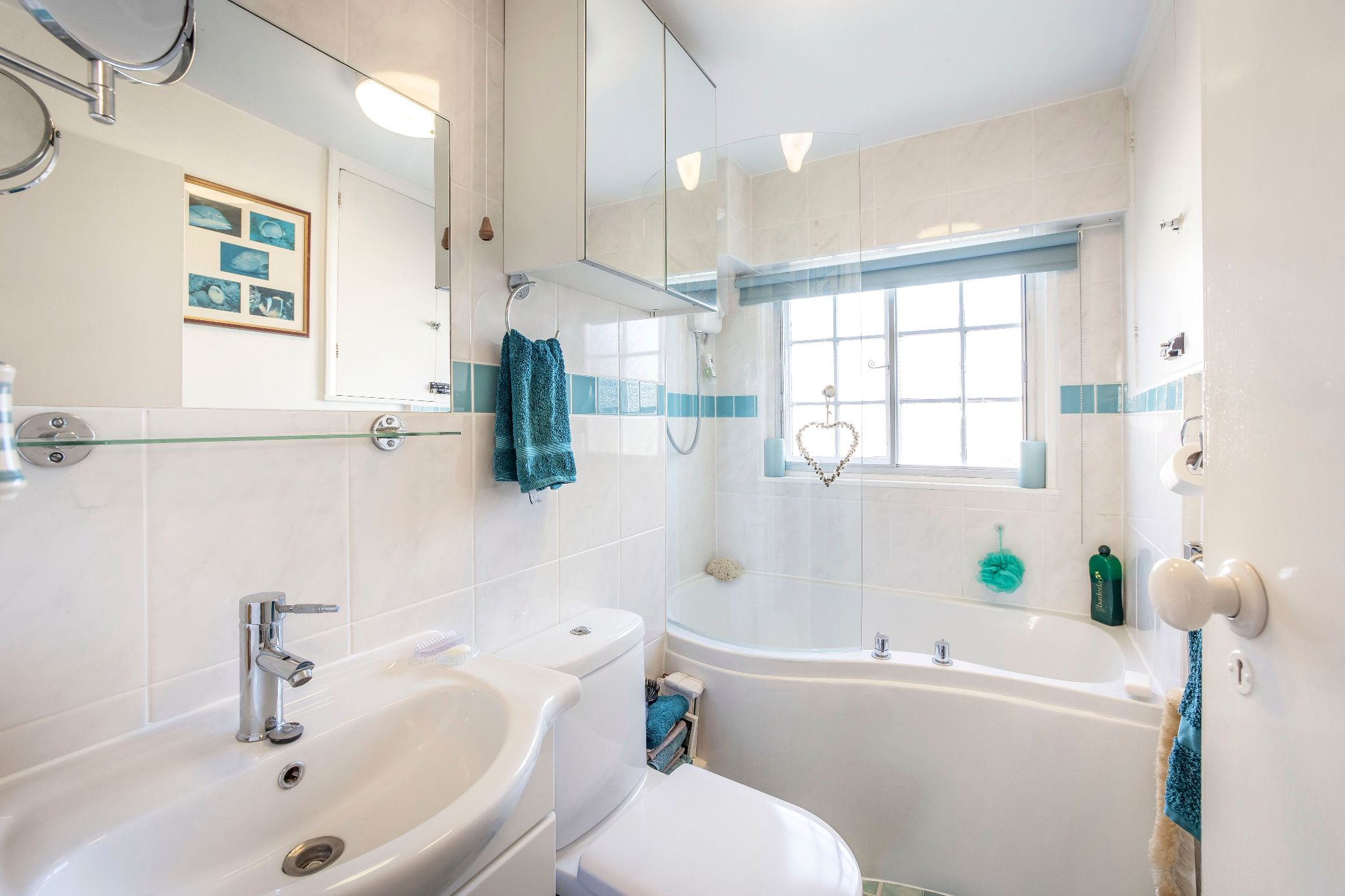 4 bedroom mid terraced house For Sale in Essendon - Photograph 5
