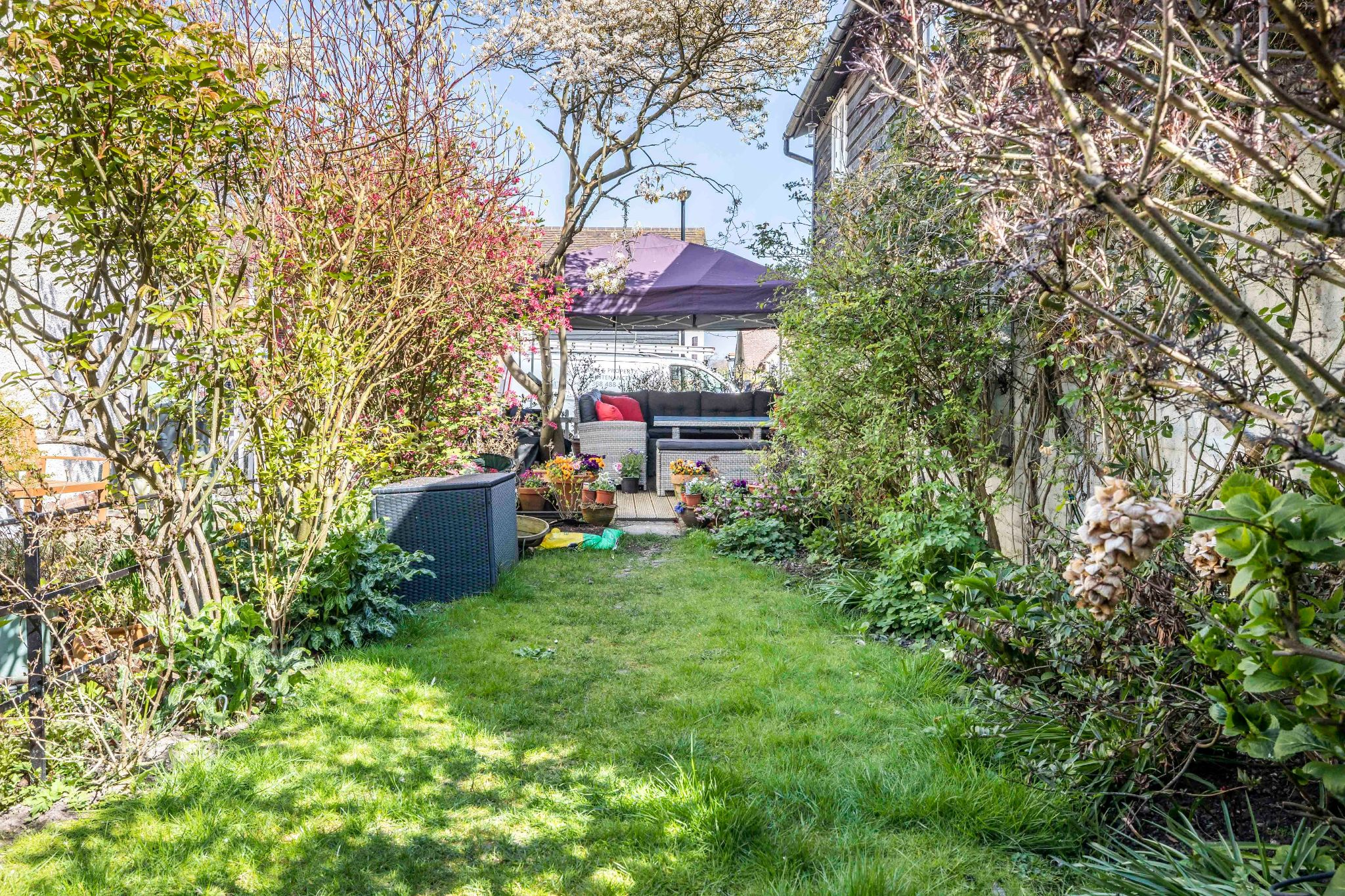 4 bedroom mid terraced house For Sale in Essendon - Property photograph