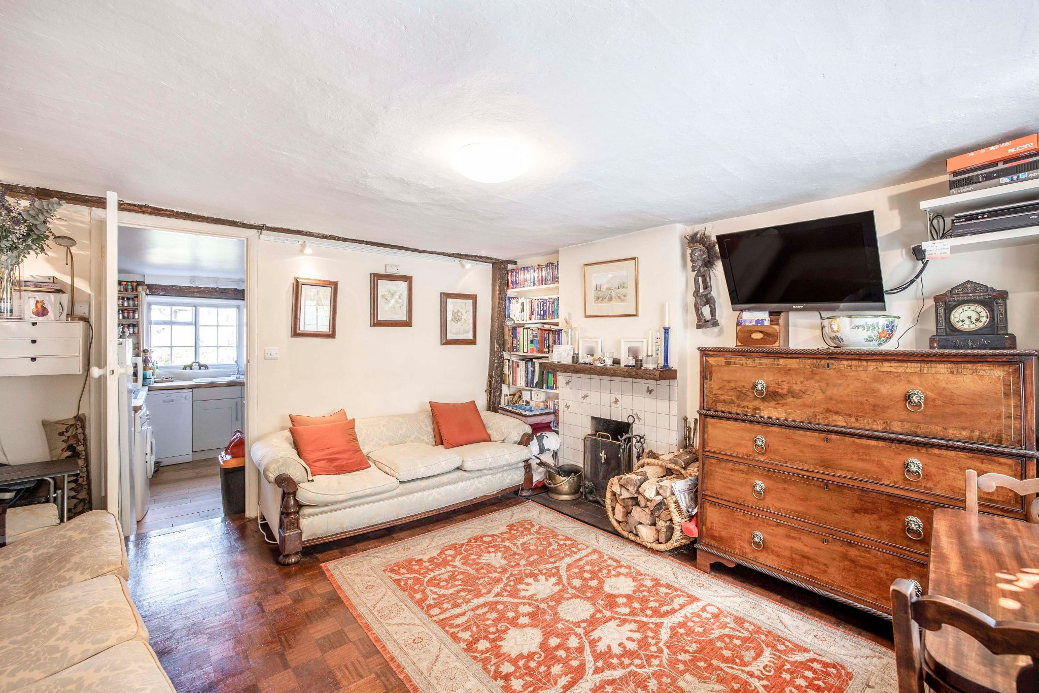 4 bedroom mid terraced house For Sale in Essendon - Photograph 4
