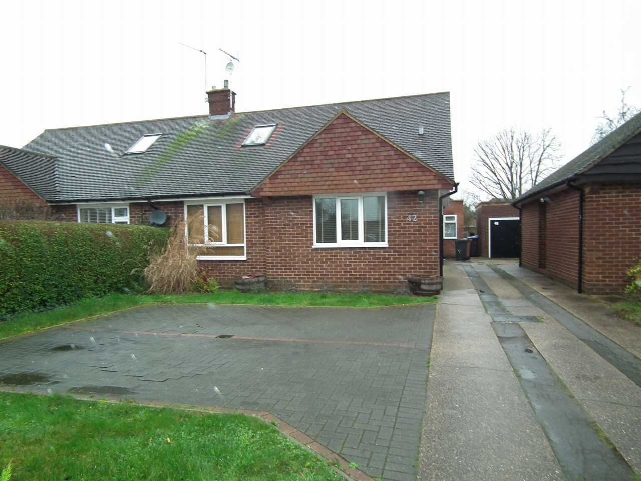 4 bedroom detached bungalow bungalow Let Agreed in Welham Green - Property photograph