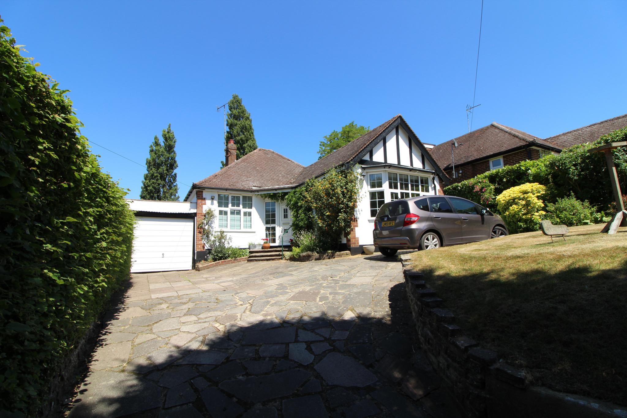 3 bedroom detached bungalow For Sale in Hatfield - Property photograph