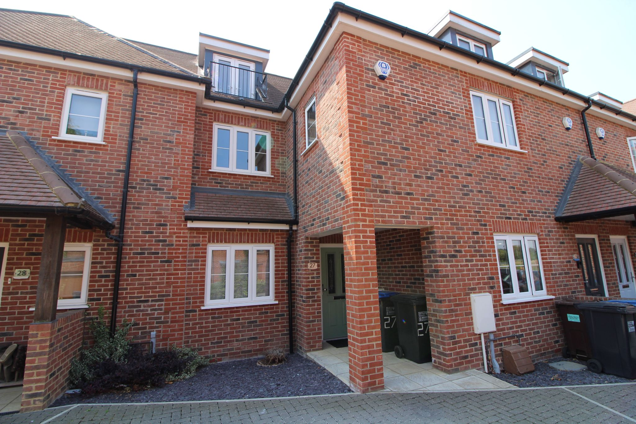 3 bedroom mid terraced house Sale Agreed in Brookmans Park - Photograph 1
