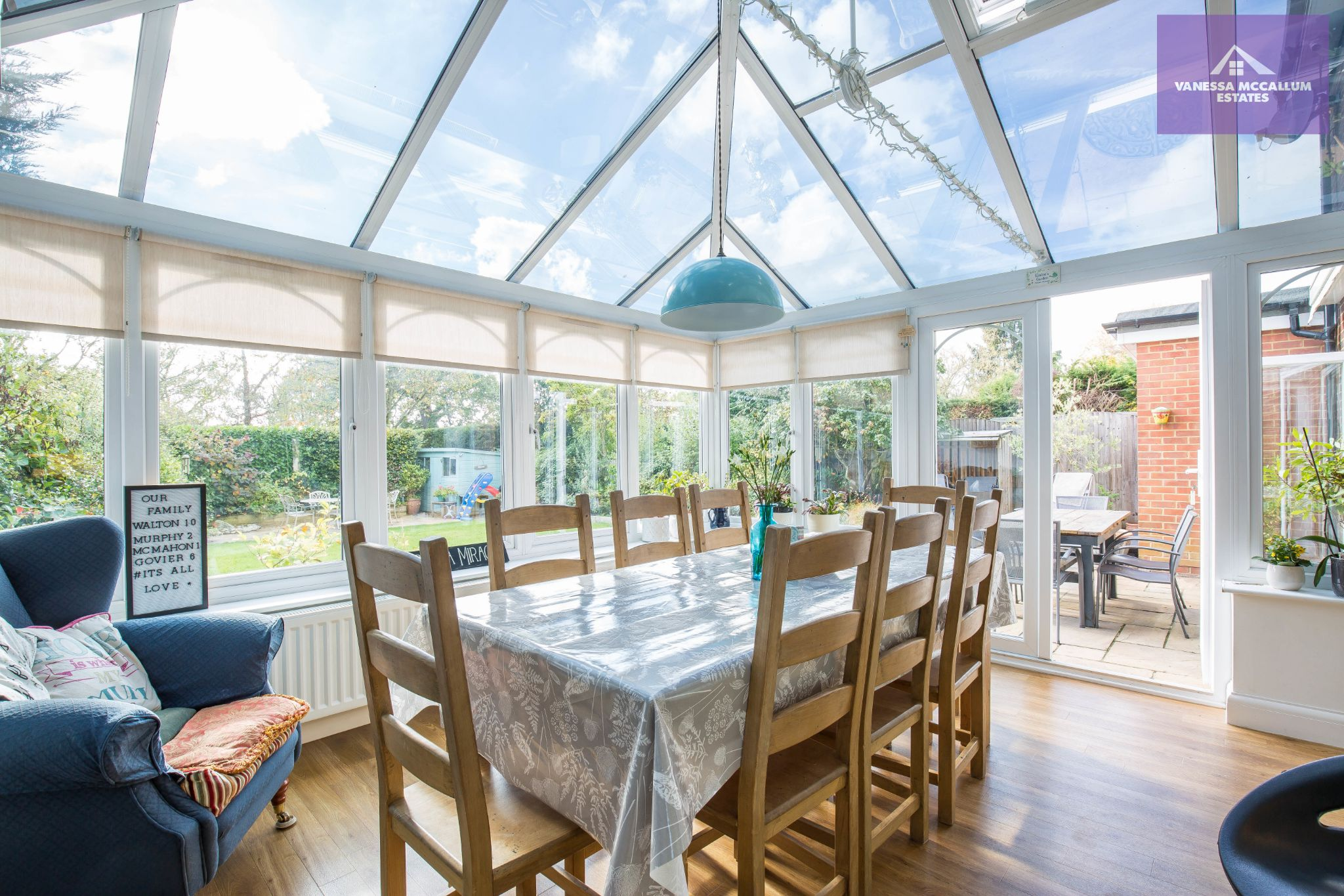 4 bedroom detached house For Sale in Brookmans Park - Property photograph