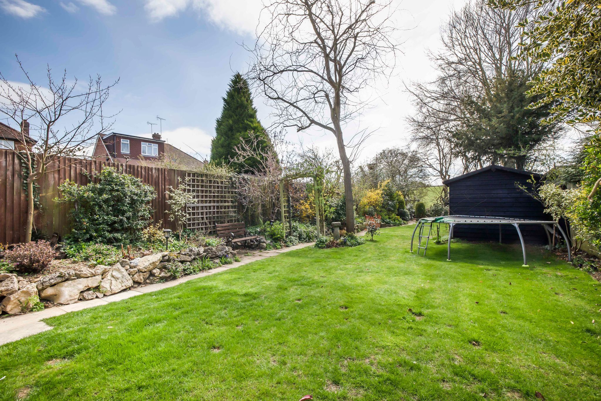 5 bedroom semi-detached house For Sale in Brookmans Park - Property photograph