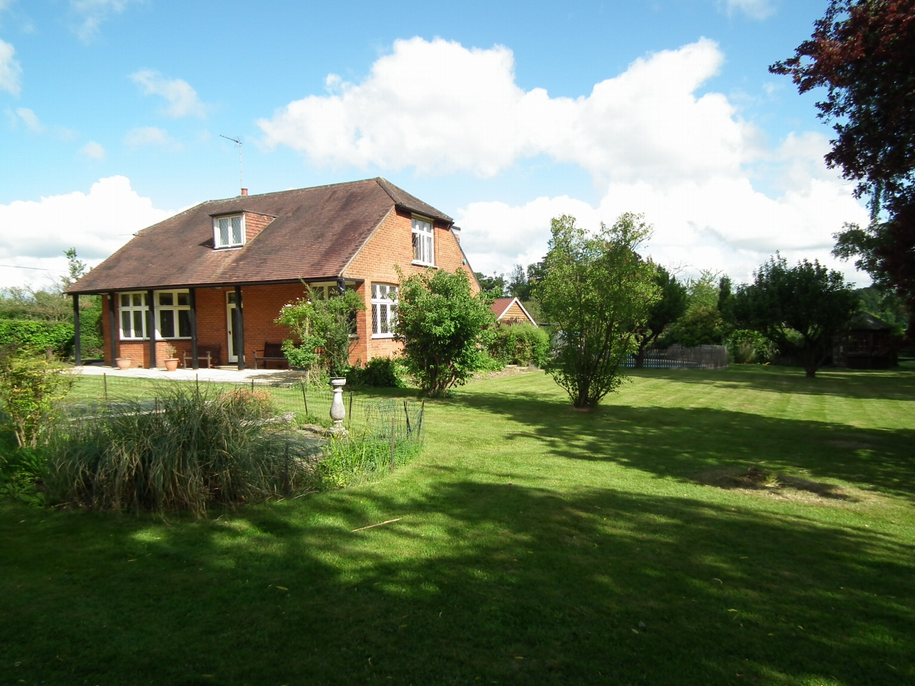 4 bedroom detached house To Let in Howe Green - Property photograph