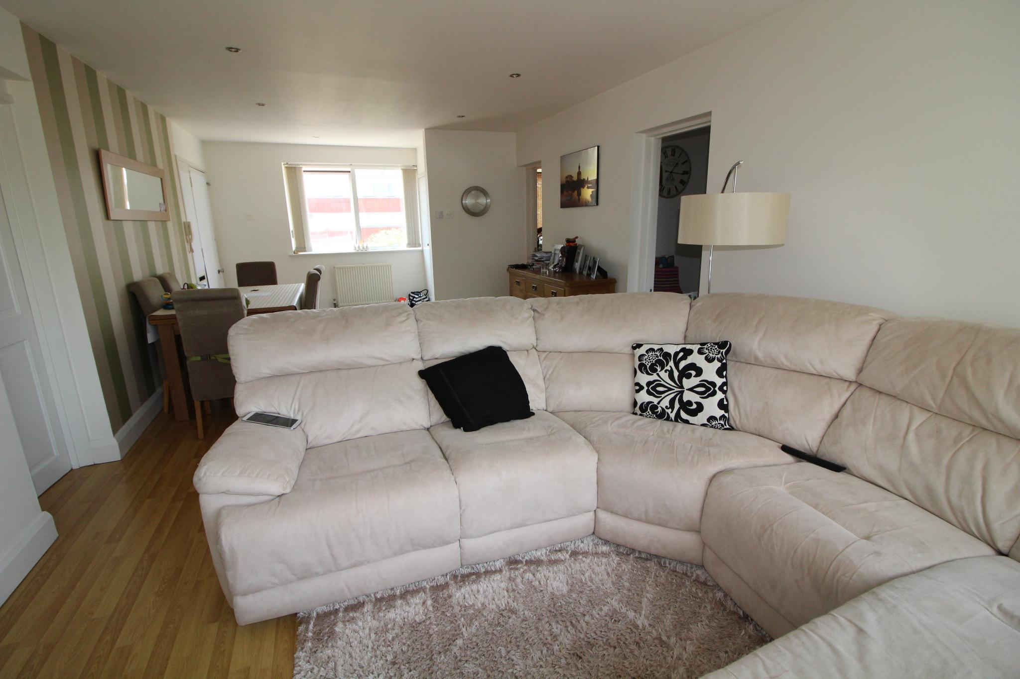 3 bedroom flat flat/apartment To Let in Potters Bar - Property photograph