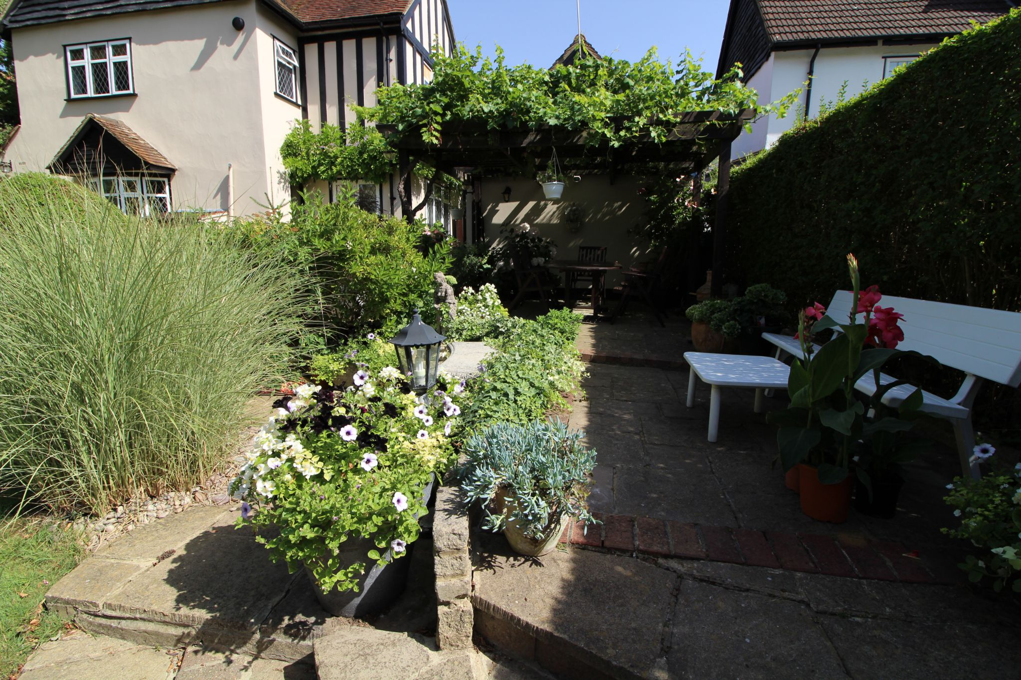 4 bedroom detached house For Sale in Potters Bar - Photograph 13