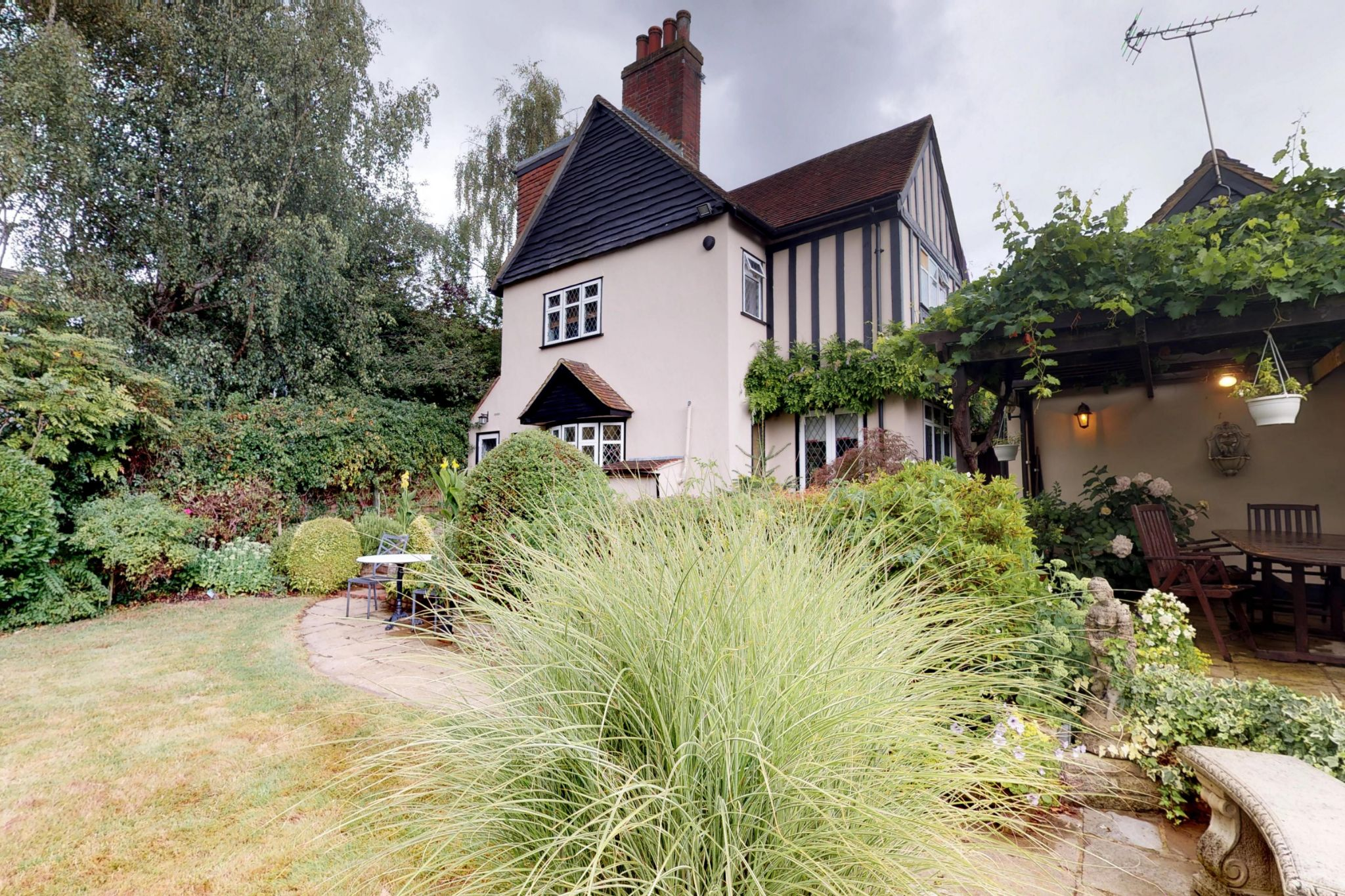 4 bedroom detached house For Sale in Potters Bar - Photograph 2
