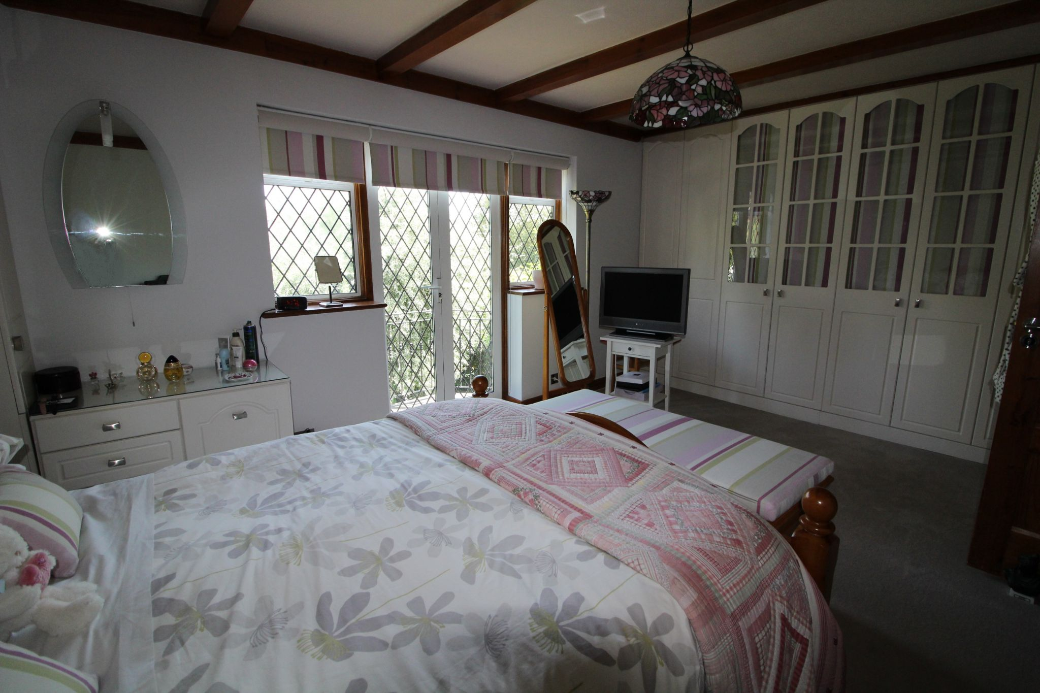 4 bedroom detached house For Sale in Potters Bar - Photograph 9