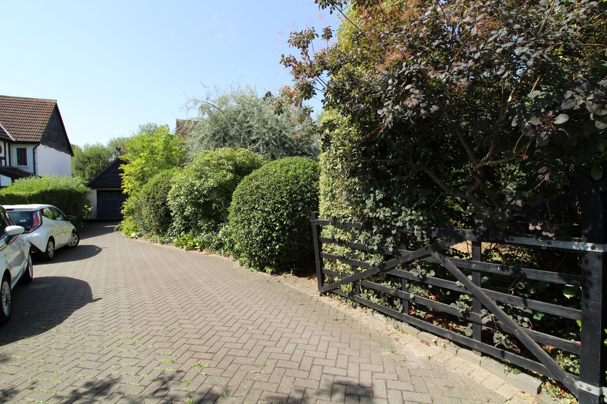 4 bedroom detached house For Sale in Potters Bar - Photograph 17