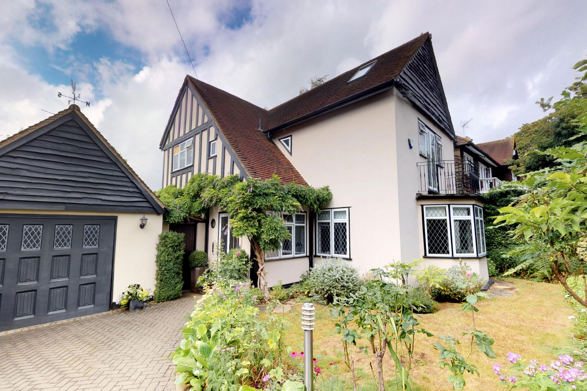 4 bedroom detached house For Sale in Potters Bar - Photograph 1